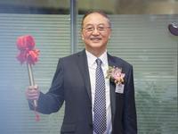 联想控股今日香港挂牌上市,柳传志第二次敲钟很淡定