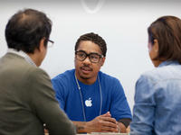 """【钛晨报】苹果或将推最新维修计划,新款iPhone不必再""""排队""""维修了"""