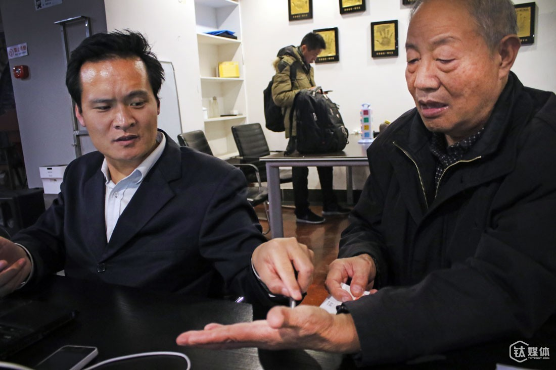 "In the café, an entrepreneur heard about Wang's trouble with finding investment and decided to read his palm. After examining Wang's hand, he told him that as a 70-year-old man, Wang was very unlikely to get any money. ""You have to read the sutras three times a day and quit eating meat. Then you might have some chances of getting investment,"" this is the suggestion that he gave Wang."
