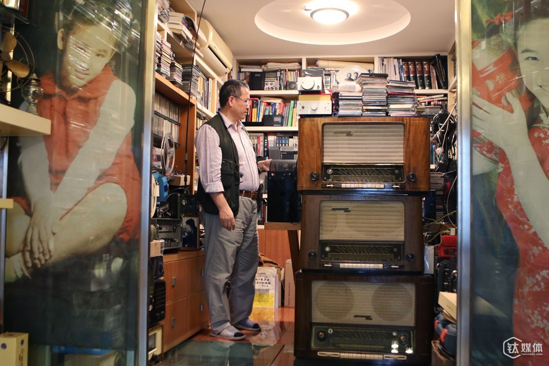 "Although Mr. Zeng's house is packed with all kinds of power amplifiers, radios and loudspeakers, they are arranged in order. ""Our house is full of his stuffs and he would bring back radios oftentimes, making the deliveryman believe that we might be running a shop on Taobao or something,"" his wife complained, though laughingly. As a matter of fact, he loved those stuffs he brought back home, saying that ""things he brought back home must be not bad."" Although Mr. Zeng spent quite a sum of money buying and making radios these years, her wife supported him a great deal, saying that ""I'll do everything I can to support him."""