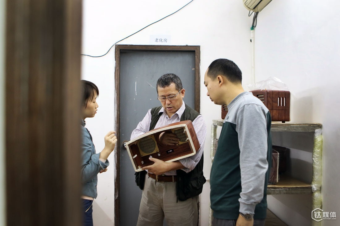 MaoKing radios are exactly made by his own factory. In the above picture, Mr. Zeng had less than one day to manage the factory. Every time he comes to the factory, he is talking about the product and design.