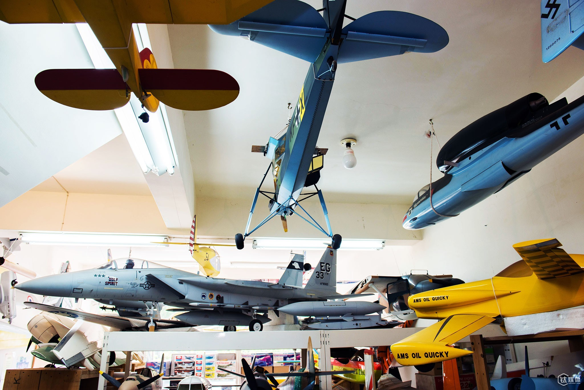 """There are many plane models in Zheng's store in Taiwan, which are made throughout 35 years of his career. On the shelf sat a 6:1 in proportion Mirage jet model. Mirage jets can reach a velocity of 200 km per hour. In his peak time, Zheng even opened a branch next to Taipei's landmark, Taipei 101. However, due to the mass production of airplane models by OEMs and economy's influence, Zheng had to close down his stores and even nearly went broke. During that difficult time, Zheng took all his handmade models back to Taoyuan. """"It could take my dad one month to six months to finish making a model,"""" Zheng's daughter Zheng Ailing said. """"He didn't really care about the cost and he's never like a real businessman. Sometimes if the customers really like the models and didn"""