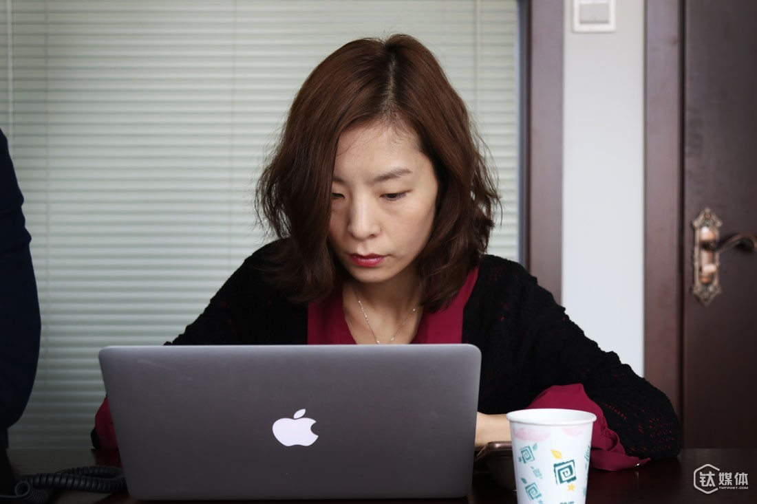 When deciding whether to help a startup project or not, Ms. Li has her own set of considerations: first of all, its founders must be fully devoted to the project and different co-founders must be complementary; second, the project must have a good starting point and enter the time in the ripe time; third, the project must adopt an appropriate business model and provide services that are needed a lot. Ms. Li loves working with entrepreneurs. In terms of future career planning, she said that she would still focus her attention on entrepreneurs and startups.
