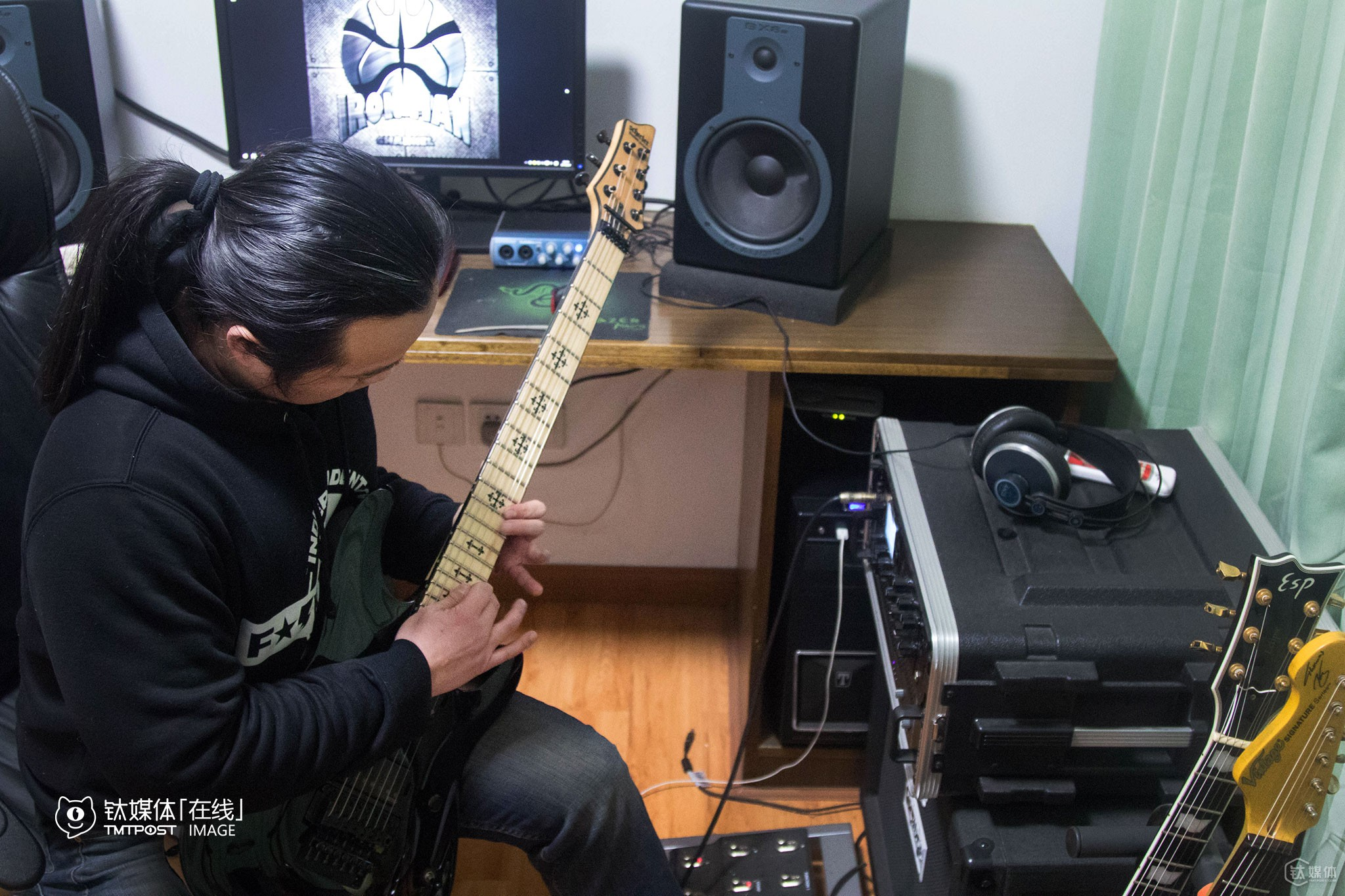 """Many people would prefer to buy guitars that are more expensive, yet more money should be spent in buying music, textbooks,"" said he. Mr. Chen started playing guitars at the age of 14, and had been playing guitars and composing new songs for two hours a day for 18 years."