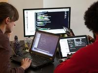 """""""程序媛""""往往比""""程序猿""""更受认可,但前提是不能公开性别"""