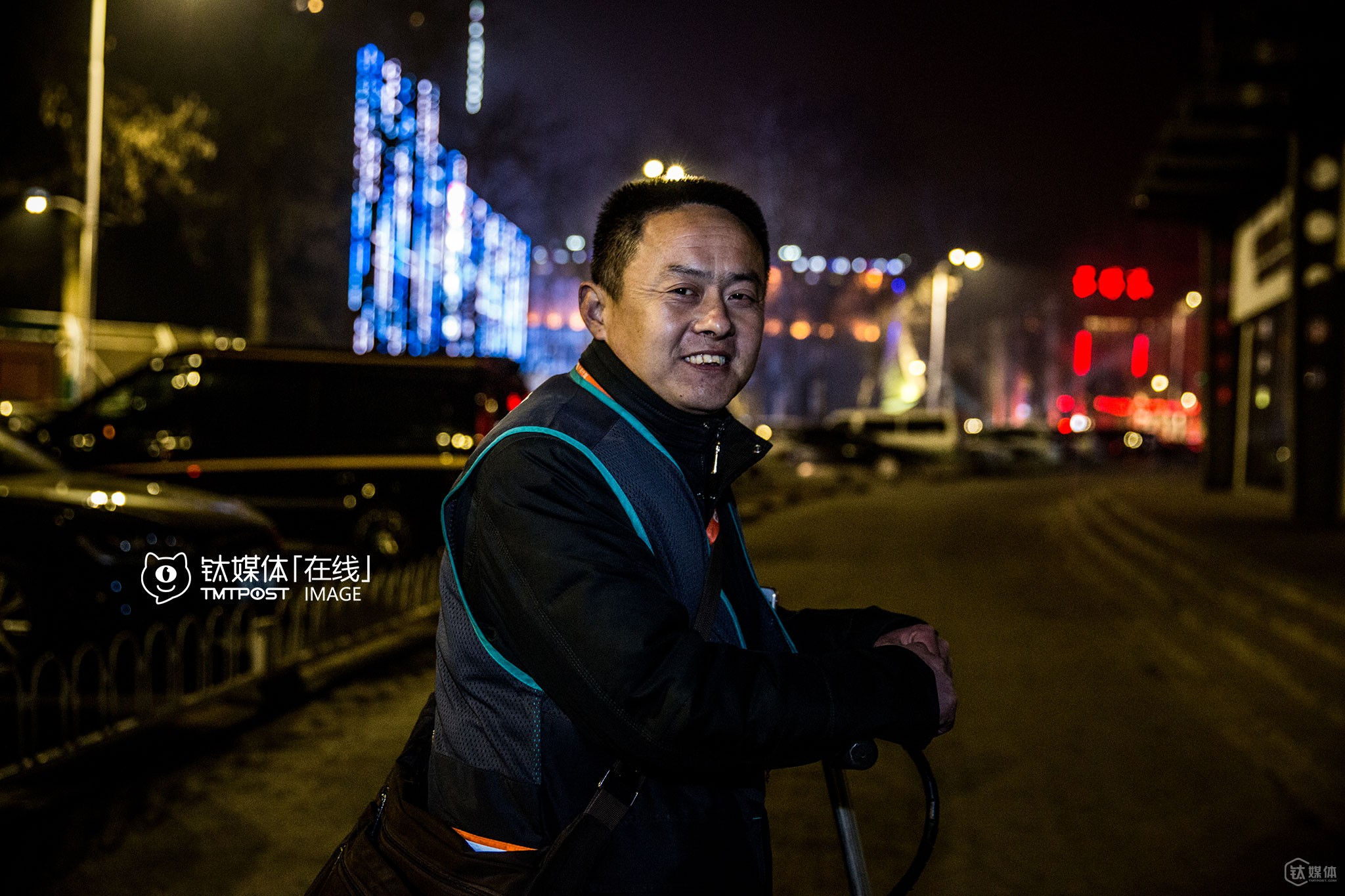 "Mr. Zhang is also a full-time designated driver. He worked from 19:00 PM until 05:00 AM in the next day. He could still not forget a huge ""loss"" he had last year: he could have earned 300 RMB for that order, but the customer didn't pay. ""At first, I called him and asked him to pay the bill. He was quite polite and promised that he would pay the bill when he was not busy. I was embarrassed to push him too hard, but at last, I couldn't get through to his phone anymore,"" he explained. The O2O platform also tried to help me, but didn't work either. ""What a pity, I am entitled to earn that money, since I worked really hard at that time,"" he complained."