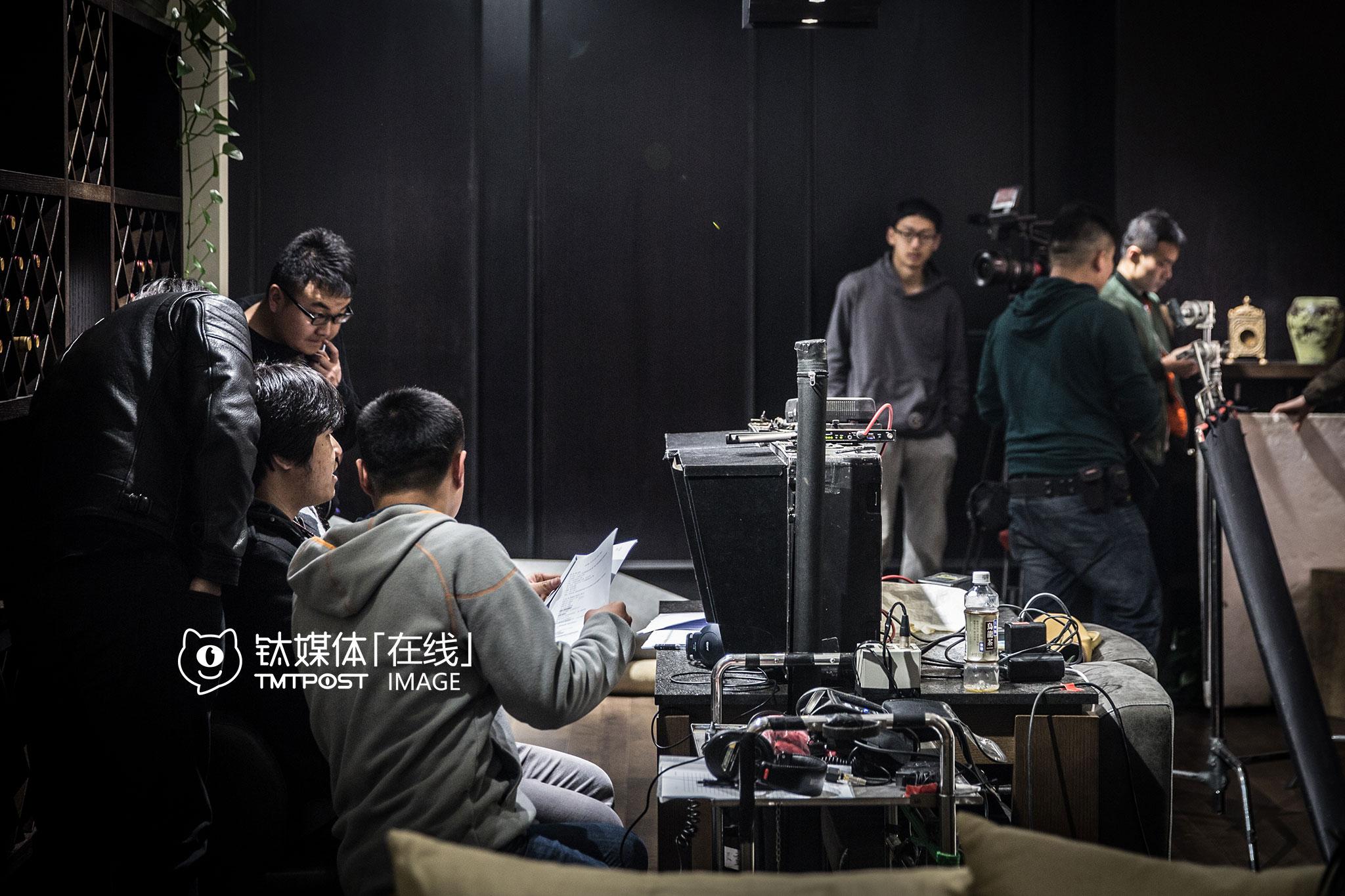 当天上午,第一场戏的拍摄在北京一家家居卖场进行。《报告老板》第二季剧组几乎全部由公司90后组成,这对他们来说也是一个学习和磨砺的过程。