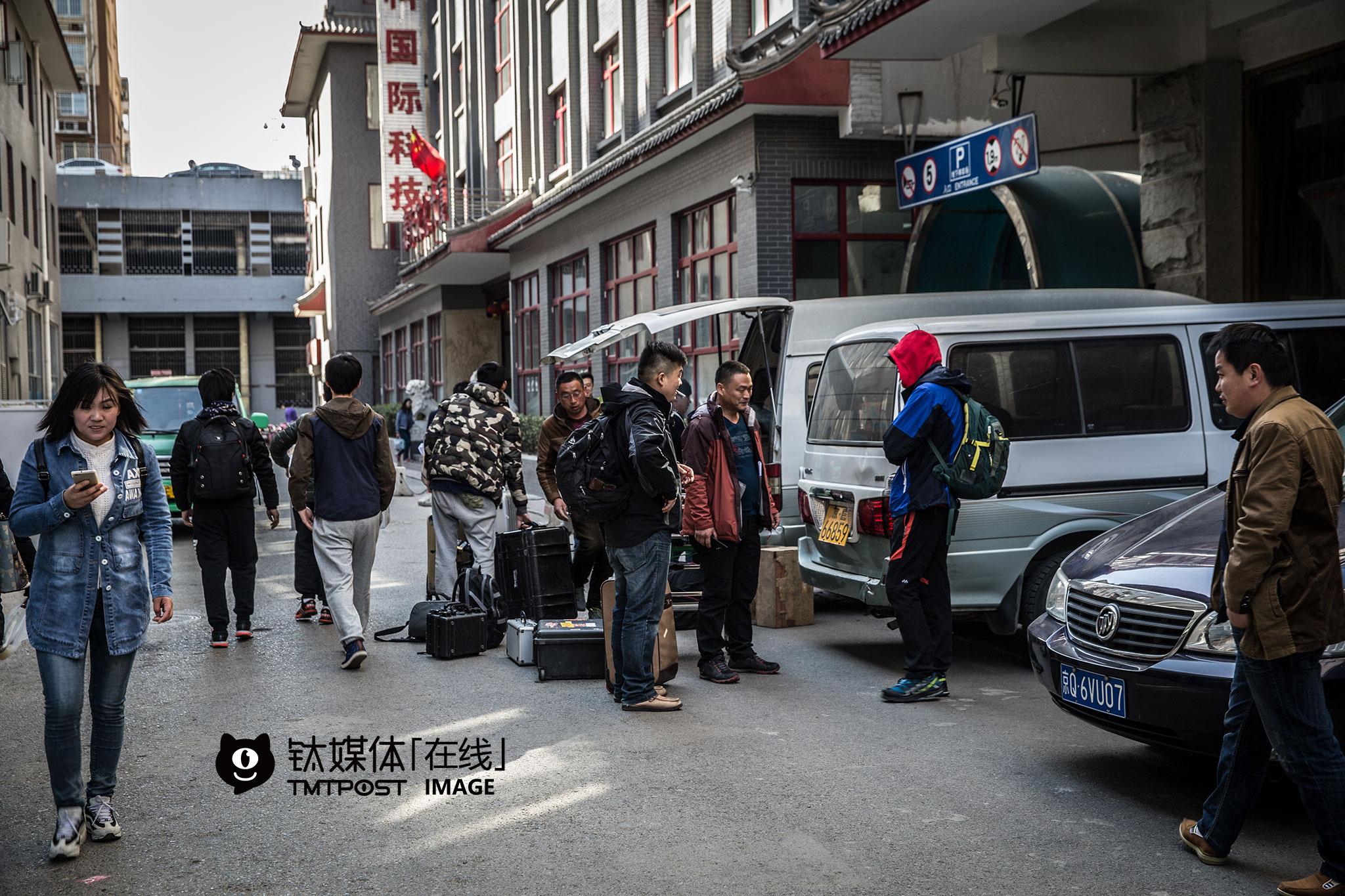 结束了在北京的拍摄,剧组准备开赴河北。