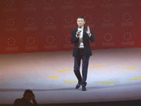 马云:互联网企业尤其难做,每天如履薄冰