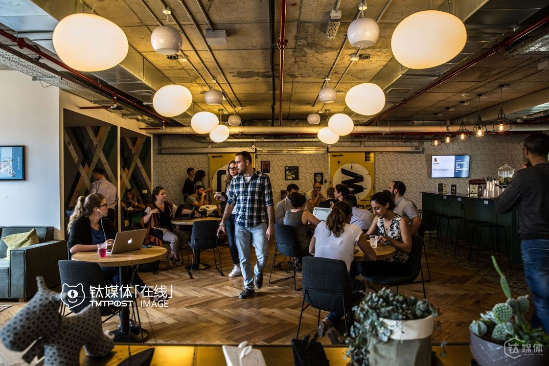 Lots of investors and investment organizations can be found at wework, so a startup team can receive from seed investment to A & B round from other companies at the same floor.