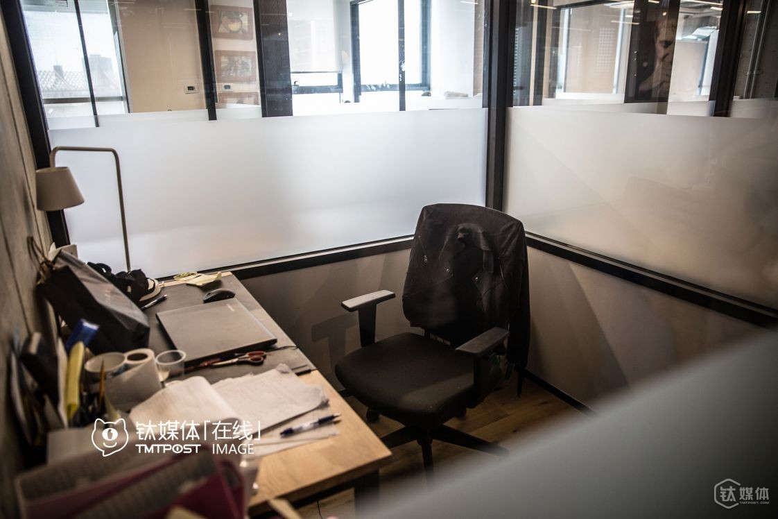 Office rooms that can hold from one person to lots of people at the same time are available at wework.
