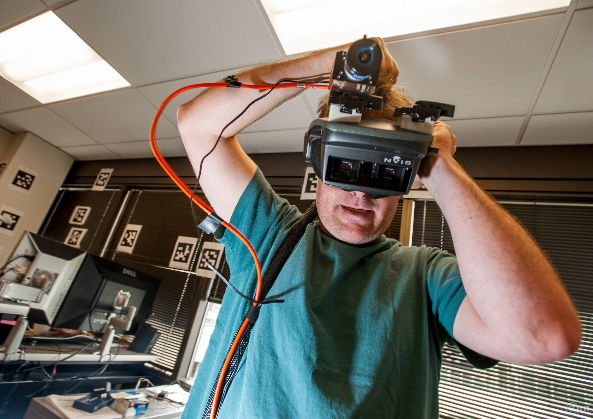 Valve 在2012年开发的 VR 设备 《纽约时报》