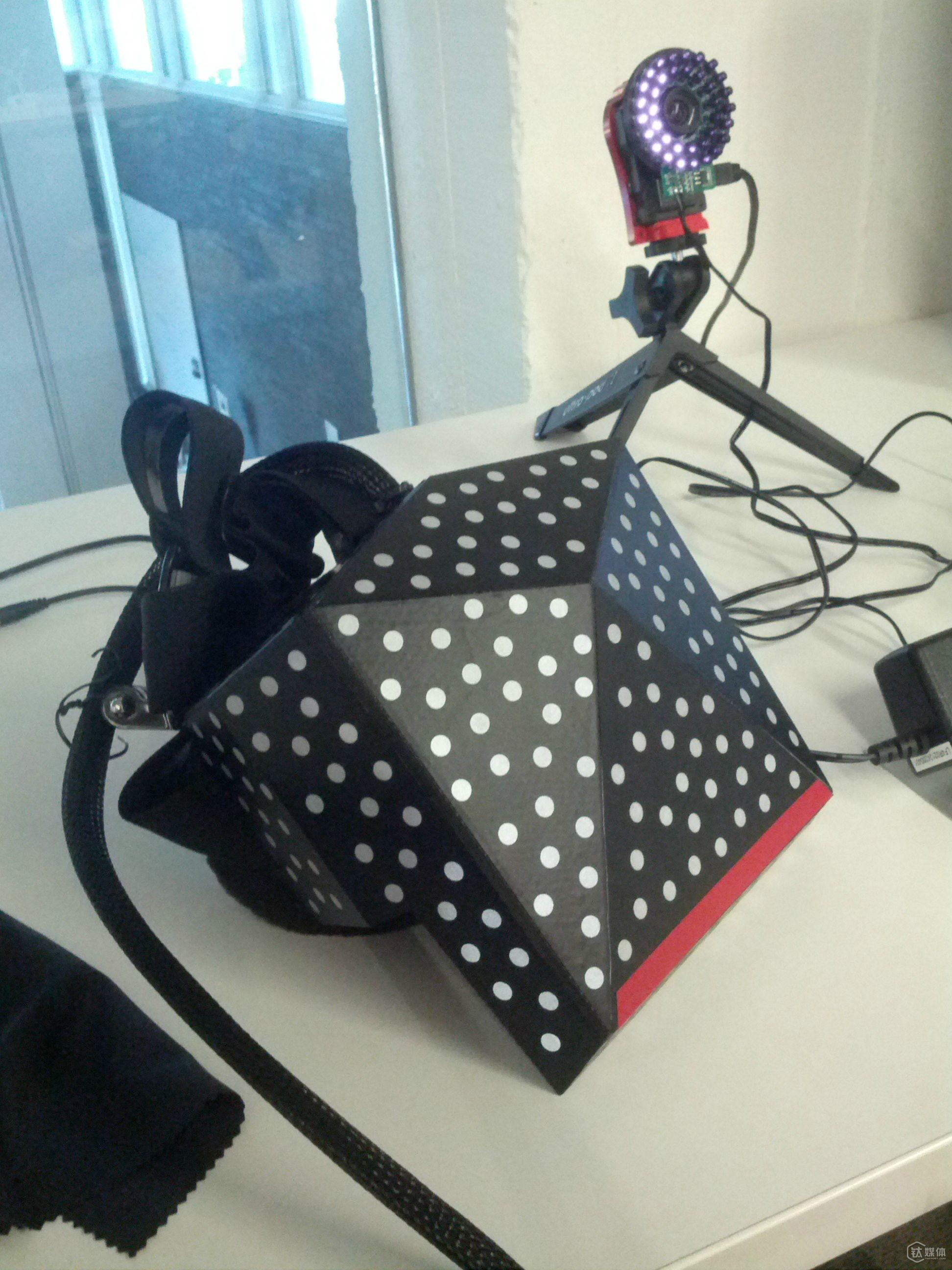 Valve 首次露面的 VR 产品 Reddit