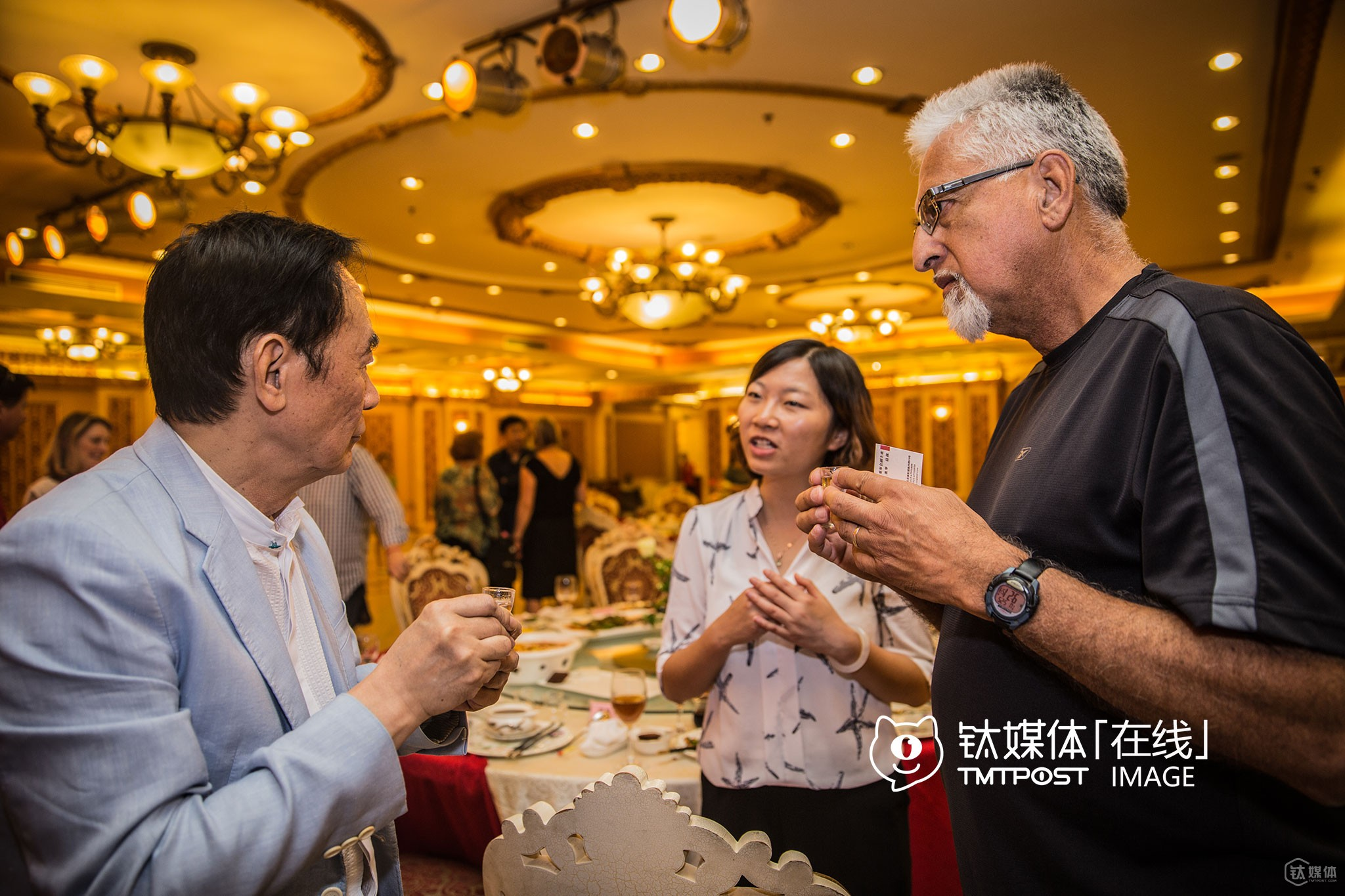 """It was the evening of May, 24th, Yubei District of Chongqing. A local investor invited the delegation to a dinner party and became the the focus. After proposing a toast with a passionate speech on """"Chinese Dream"""", Rick Kowalczyk, mayor of Half Moon Bay first hugged him and joined the toast. He was followed by Eduardo Martinez, mayor of Richmond, who approached the local investor and gulped the """"Chinese spirits"""". """"I want to find some investors for infrastructure sector in my city,"""" said Mayor Kowalczyk. He was a veteran teacher, and spent half his life teaching in elementary schools. After retirement, he was still keen in public service, so he was encouraged by people around to run for public office and won the election."""