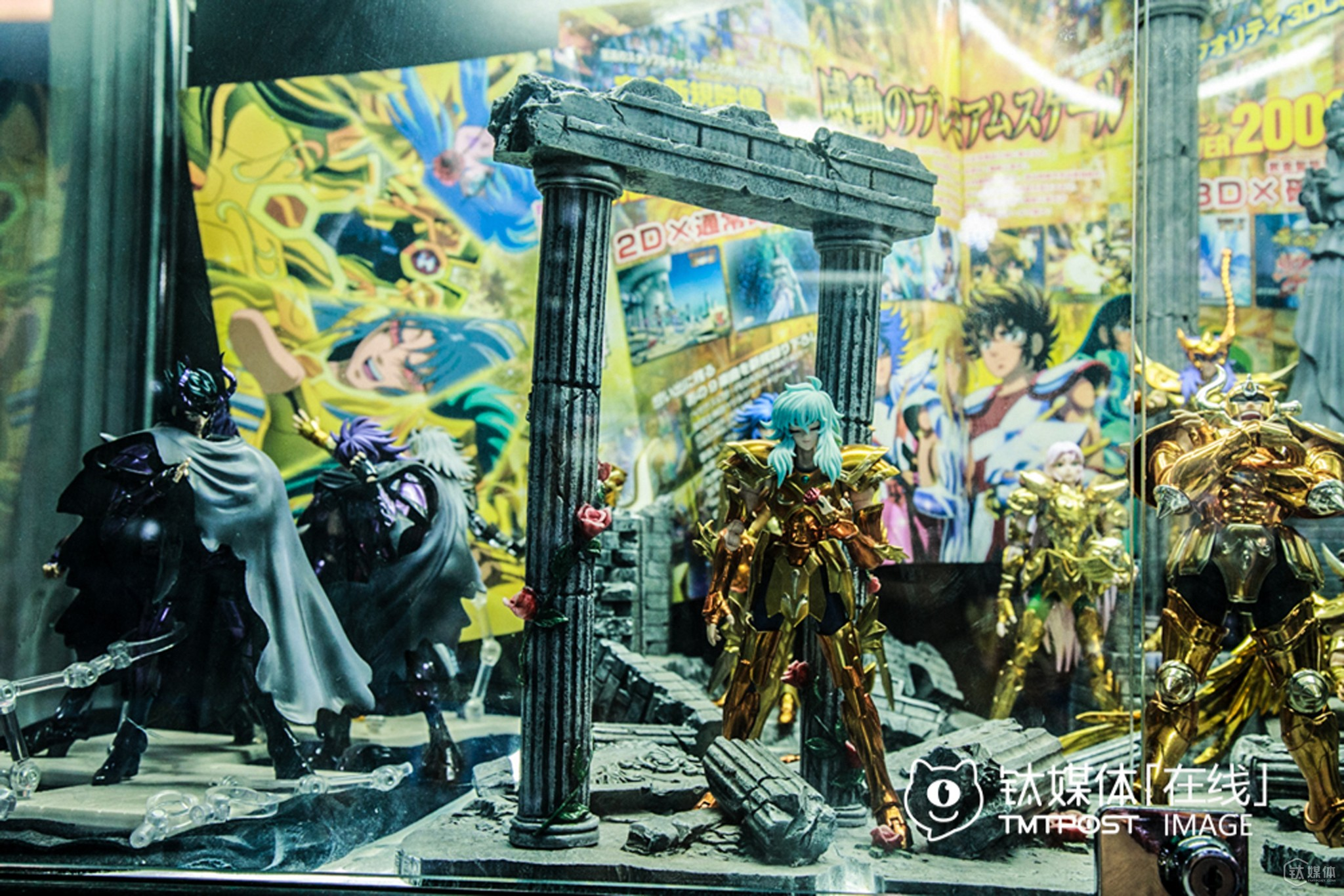 These models were hand-made of resin, and priced at a couple thousand RMB each. However, most cosers were students who could't afford such luxury. So buyers of these models are mostly adults who wanted to buy these stuffs to pay tribute to the past days.