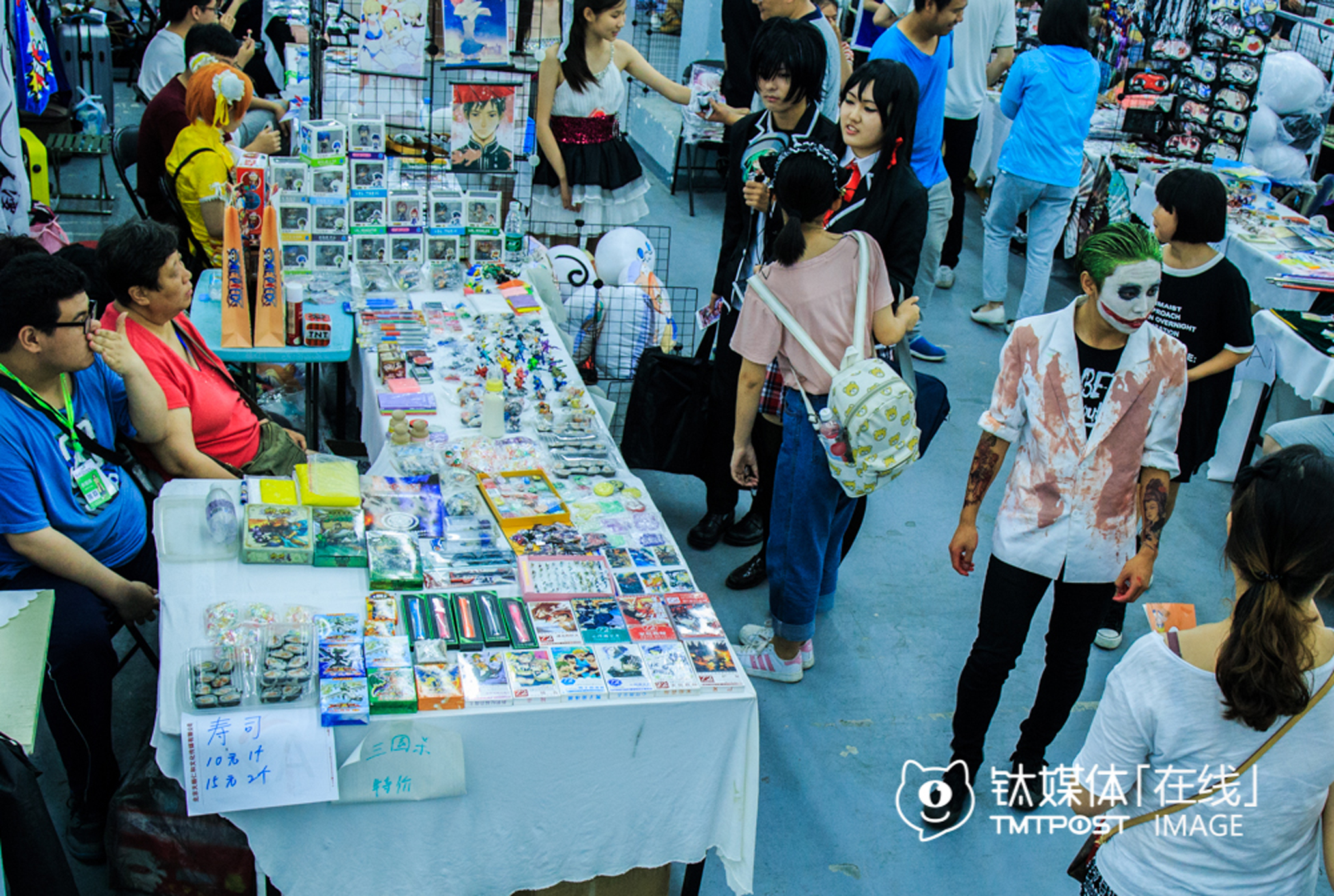 """Most of the 100 stands on the Dream Comic Show were rented by cosers who sold hand-made """"weapons"""", models, cards or posters. They had to pay RMB 150 for the stand every day, and kept of rest of what they earned to keep their cosplay habit."""