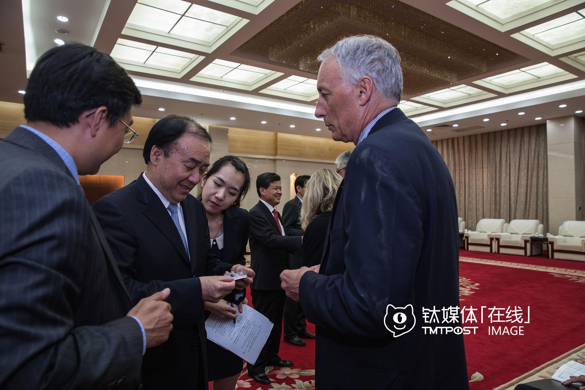 5月26日下午,河南省副省长徐济超会见了硅谷市长们。