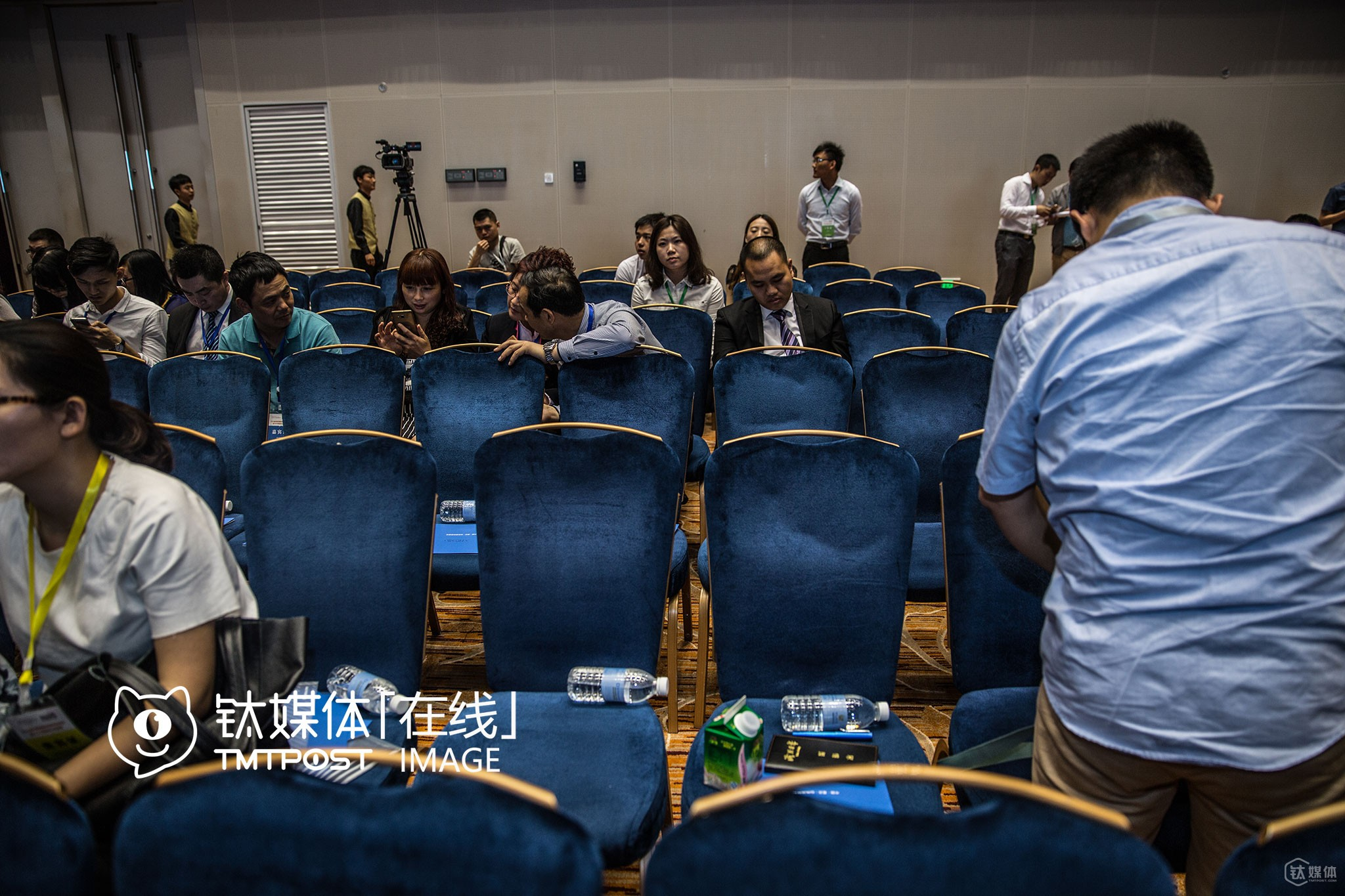 "It was May, 25th, Chongqing. Only two hours after the beginning of an ""Innovation Conference"" attended by entrepreneurs abroad and at home as well as government officials, began, the audience have begun to leave."