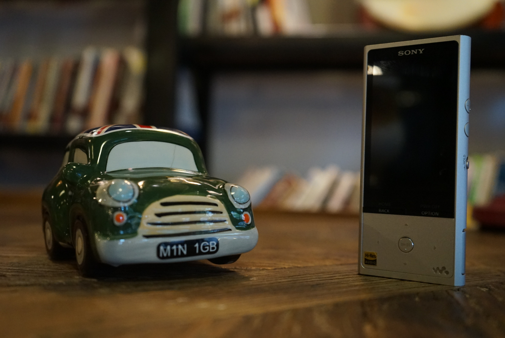 对于数码设备的演进来说,Walkman的未来及市场空间可能令人担忧,要知道曾经与之对标的苹果iPod classic产品线已经超过三年没有更新,但索尼依然按照自己的节奏从容地更新着自家的Walkman系列,对于音乐发烧友来说是一大幸事。