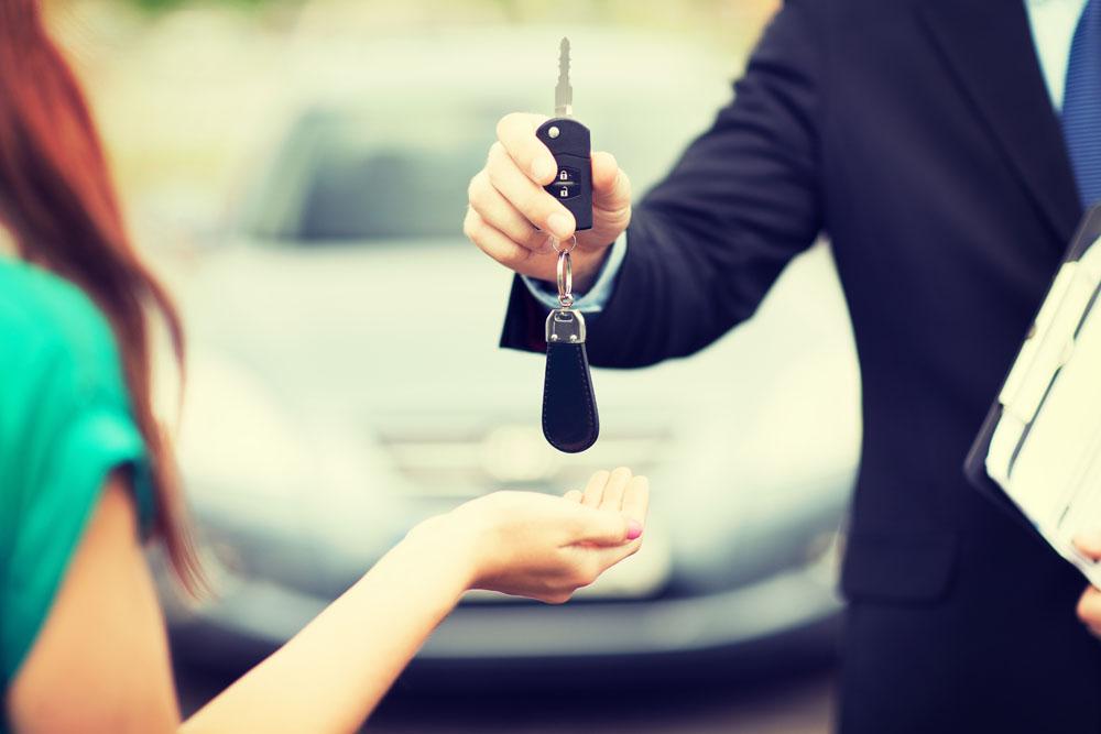 热点 | 一家卖二手车的和做新车电商的竟然走到了一起,人人车这是怎么想的?