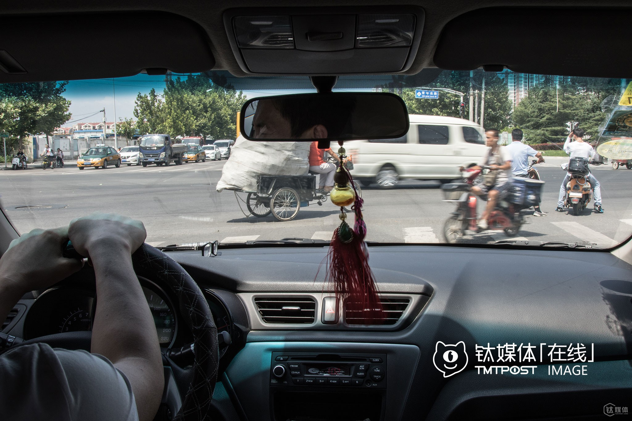 """After all, Didi will protect drivers' interests. Otherwise, no drivers will be willing to pick up riders anymore,"" Shao Yi, a full-time driver for online ride-hailing services, thought, ""if they continue to compete, ordinary Chinese will benefit, because drivers will earn more money and riders also pay less; Yet, if they stop fighting, we will earn less, while riders will have to pay more. I guess that I have no choice but to wait for their next move and decide then,"" he told TMTpost."