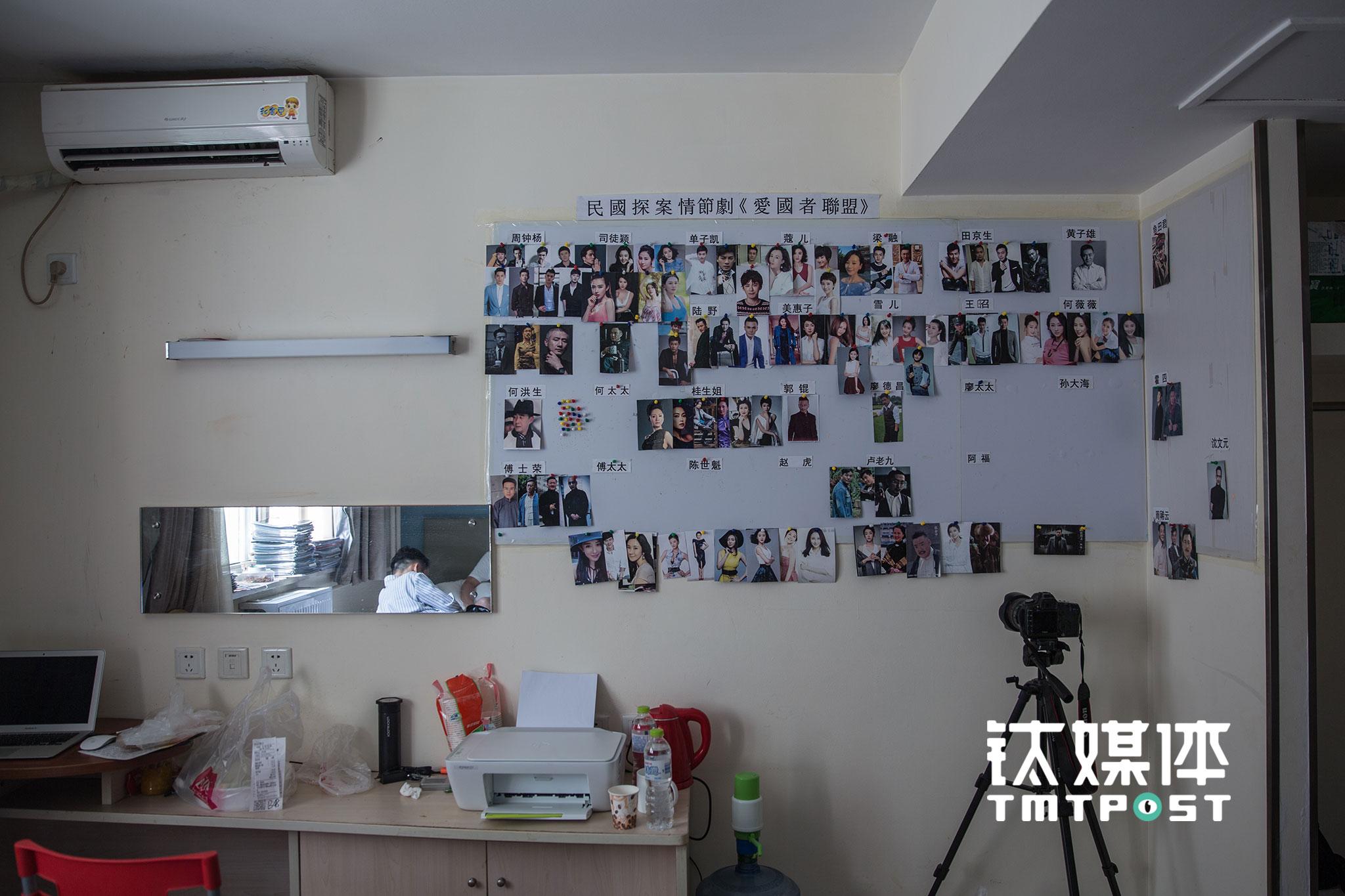 除了网络大电影,一些网剧也会在飘HOME进行前期筹备。一部名为《爱国者联盟》的剧集筹备处所在的房间,墙上贴着部分备选或已确定的演员照片。