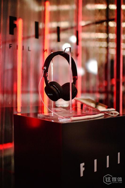 智能耳机在产品设计中更趋人性化