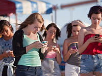 人类正在成为手机的高级配件,数字戒毒会有用吗?