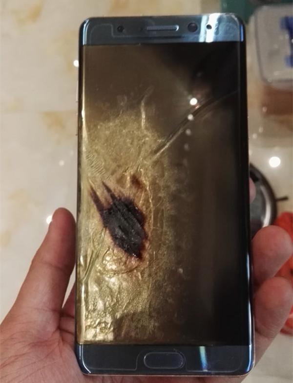 网友晒出自己的Note7发生爆炸