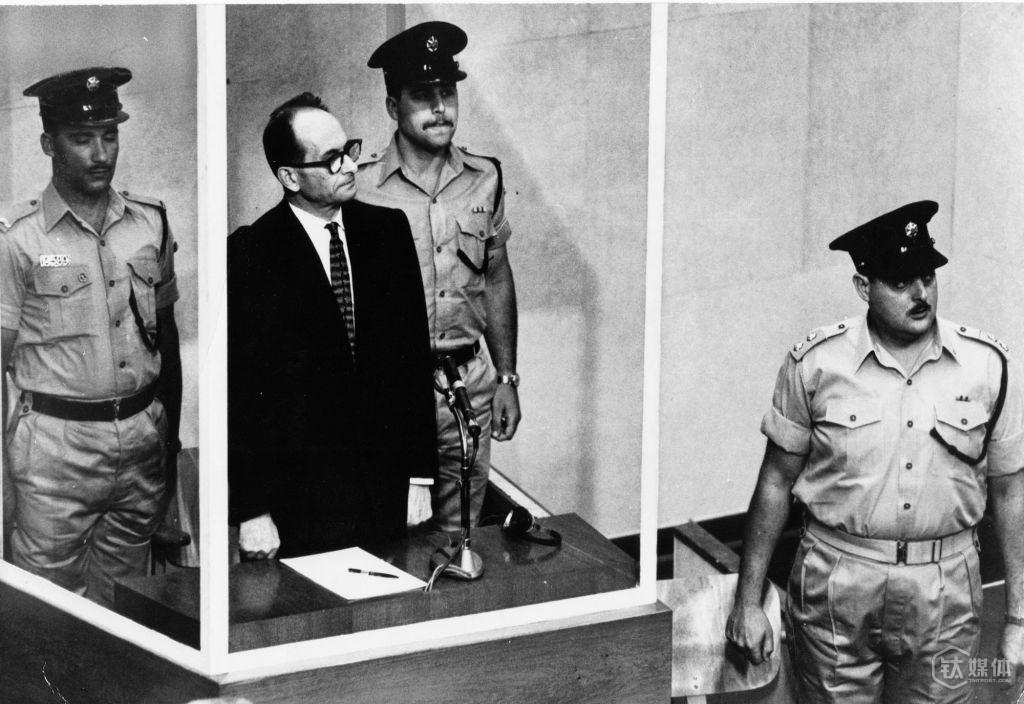 """被称为""""纳粹刽子手""""的阿道夫·艾希曼(Adolf Eichmann)在耶路撒冷受审"""