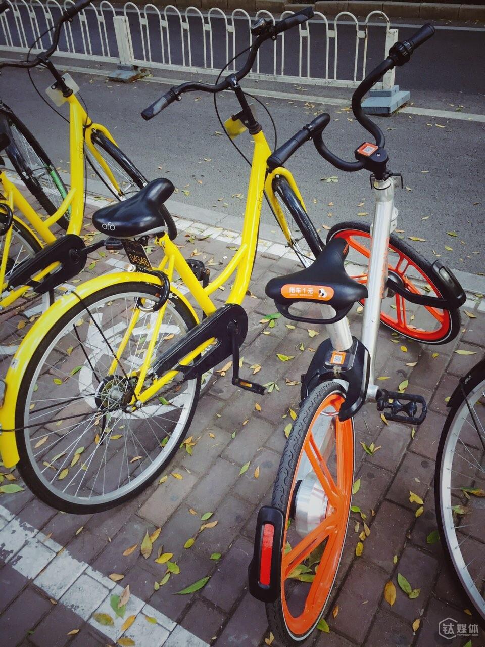 地铁口的ofo和摩拜单车