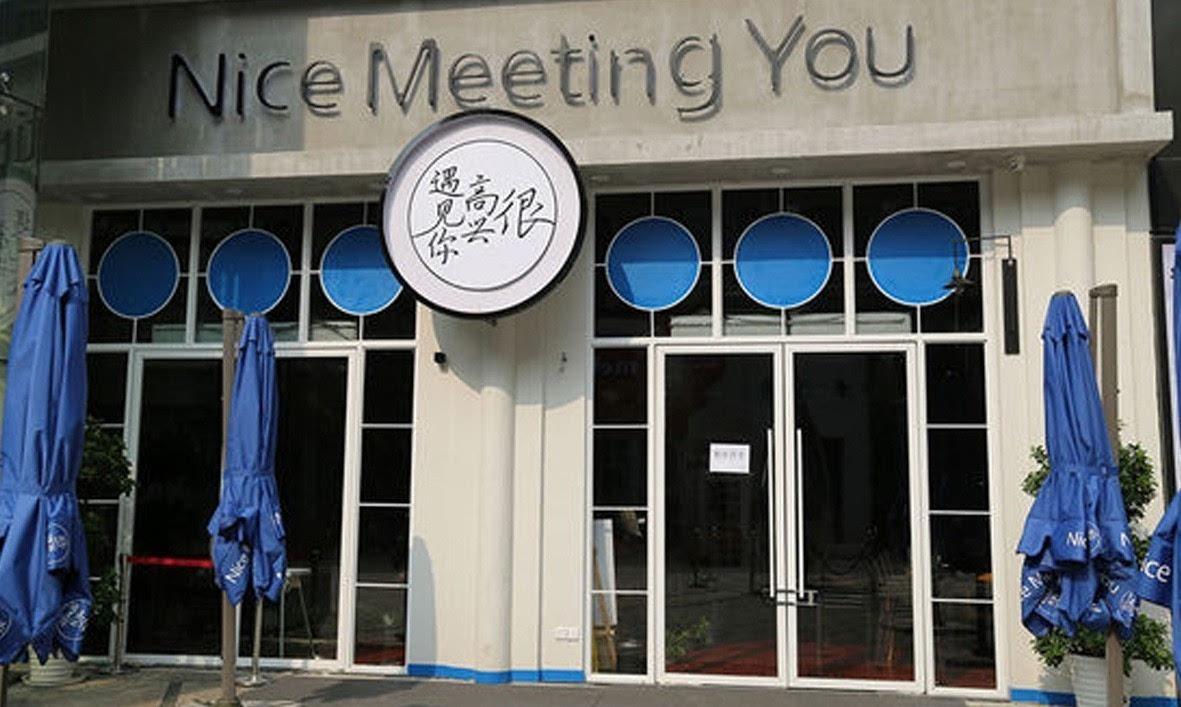 """在这个""""全民创业""""的时代,作为自带流量的明星们也绝不会放弃这个商业化的机会,纷纷开启捞金之旅,明星们创业所选择的行业多数以""""名气转化""""为主,所以很多明星会选择从事餐饮行业,比如周杰伦、韩寒、孟非、薛之谦等等。也有少数明星选择了从事科技行业,就像郑智化、王自健等也做过手机。当然,这其中的佼佼者就是刚刚发布辟谣说并没有赞助希拉里的赵薇。"""
