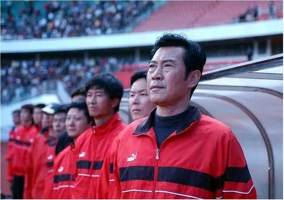 ▼老帅戚务生,曾经是云南红塔在中国足坛时的唯一一名主教练