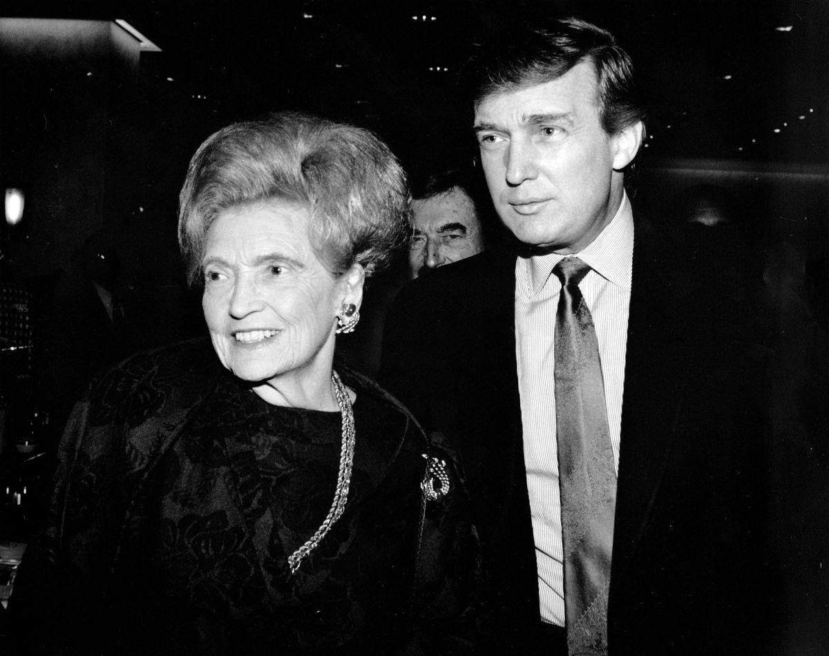 特朗普和他的母亲玛丽 PHOTOGRAPH BY MARINA GARNIER / NYP HOLDINGS, INC 来源:《纽约客》