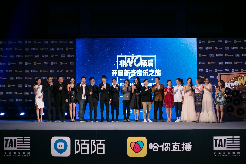 12位被选中的主播,许嵩、仓雁彬还担任着他们的导师