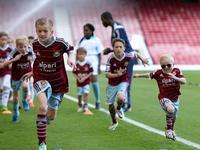 除了商业上的成功,英国足球的社区文化也值得我们学习
