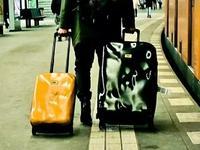 """托运的行李箱已经摔好,赶紧拿上你的""""烂箱子""""回家吧"""