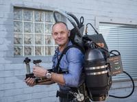"""喷气飞行背包不能商业化?JetPack已经招募了第一位""""民间""""飞行员"""