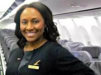 美国空姐通过镜子交流,从人贩手中救下被拐卖女孩丨钛空人