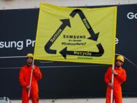 环保志愿者抗议Note7回收问题,电子垃圾渐成创新失控的产物