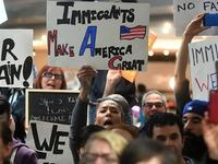 【钛晨报】硅谷齐怼特朗普,苹果等97家公司发联合声明反对移民禁令
