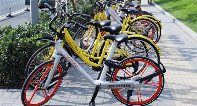 2017年共享单车的热度丝毫没有减退的趋势,2月20日摩拜单车宣布获得D轮融资。据统计自今年1月初至今,摩拜单车累计融资额已超过3亿美元。10个月,21个城市,2亿人次,这个成绩也让这家公司步入「独角兽」行列。